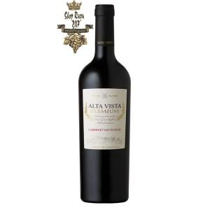 Rượu vang Argentina Alta Vista Premium Cabernet Sauvignon mang đến sự hài hòa và hương thơm quyến rũ của thảo mộc