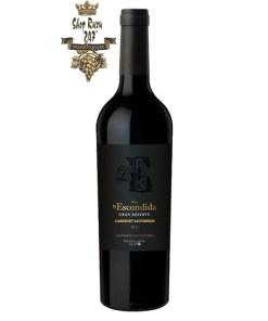 Rượu vang Argentina Finca La Escondida Grand Reserve Malbec có màu tím đậm , mùi vị sống động và nhiều tầng khác nhau, từ hương vị của bạch đàn