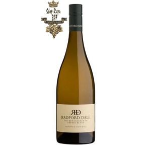 Rượu vang Nam Phi Radford Dale Renaissance Chenin Blanc mang đến cho bề mặt một số loại rượu vang thú vị, tươi sáng