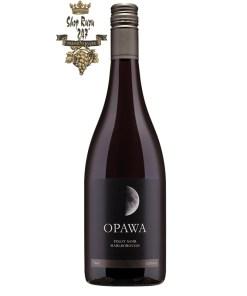 Rượu Vang Đỏ New Zealand Opawa Pinot Noir có màu đỏ đẹp mắt. Hương thơm của trái cây anh đào chín, nho đỏ, gỗ sồi nướng