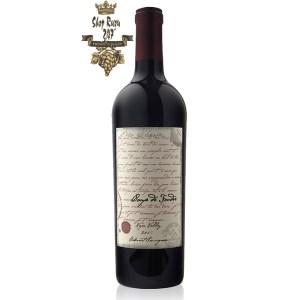Coup De Foudre Cabernet Sauvignon có mầu đỏ anh đào đẹp mắt. Hương thơm của các loại socola, nho khô, mâm xôi