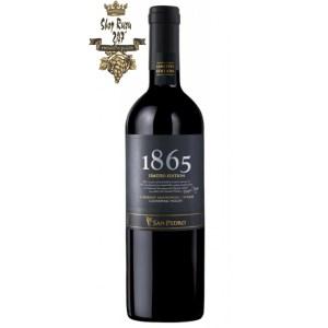Rượu Vang Đỏ 1865 Limited Edition Cabernet Sauvignon Syrah có mầu đỏ tía mãnh liệt. Hương thơm của các loại trái cây tươi như mận, anh đào