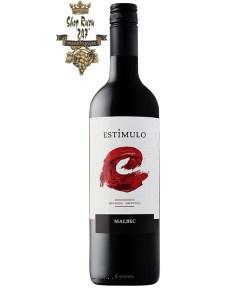 Rượu Vang Đỏ Argentina Estimulo Malbec có màu tím mãnh liệt. Hương thơm của hoa quả chín cùng trái cây vùng nhiệt đới