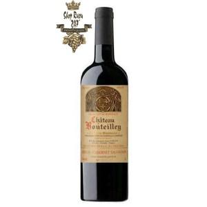 Rượu Vang Đỏ Chateau Bouteilley Premieres Cotes de Bordeaux có mầu đỏ đậm đẹp mắt. Hương thơm là sự kết hợp của trái cây, hoa quả
