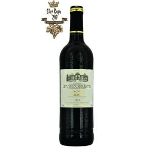 Rượu Vang Đỏ Chateau Le Vieux Serestin Medoc Cru Artisan 2012 có mầu đỏ ruby đẹp mắt. Hương vị của quả anh đào, phúc bồn tử, dâu tây
