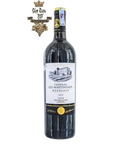 Rượu Vang Đỏ Chateau Les Martineaux Bordeaux có mầu đỏ anh đào. Hương thơm của các loại trái cây đỏ cùng hương vị của mứt đỏ