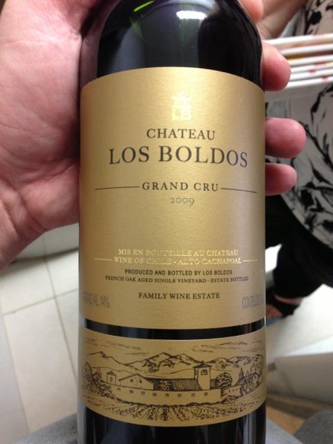 Rượu vang đỏ Château Los Boldos Grand Cru khiến bạn hoàn toàn bị mê đắm bởi hương tinh dầu bạc hà và thảo dược