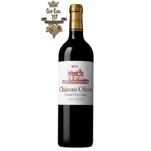 Rượu Vang Đỏ Chateau Olivier có màu đỏ ruby đậm sâu. Hương thơm của các loại trái cây chín đỏ như dâu rừng, cam thảo,