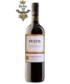 Vang Đỏ Chile Rios Cabernet Saugvinon có mầu đỏ ruby ánh tím tươi sáng. Hương thơm của các loại trái cây mầu đỏ