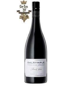 Rượu Vang Đỏ Úc Dalrymple Pipers River Tasmania có màu garnet sâu, với mùi thơm mận chín cùng gợi ý của dâu đen và quả mâm xôi