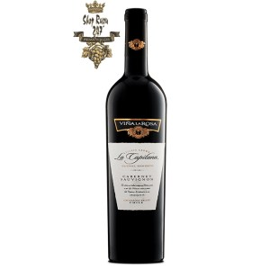 Rượu Vang Đỏ La Capitana Cabernet Sauvignon có mầu đỏ ruby đậm. Hương thơm mạnh mẽ của quả mọng, nho đen, anh đào và quả việt quất