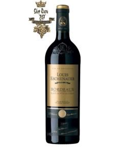 Rượu Vang Đỏ Louis Eschenauer Bordeaux Red có mầu đỏ hồng đậm. Hương thơm tinh tế và thanh lịch của quả mọng