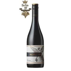 Rượu Vang Đỏ Montes Limited Selection Pinot Noir có mầu đỏ ruby sâu đậm. Hương vị của anh đào, dâu tây tươi với