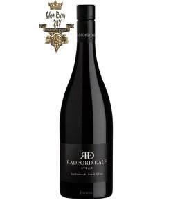 Rượu vang đỏ Nam Phi Radford Dale Syrah rõ nét vị nho đặc trưng cùng các trái cây tươi ngon khó cưỡng