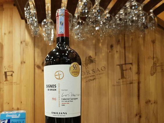 Rượu Vang Đỏ SIGNOS DE ORIGEN Carmenere có mầu đỏ ánh tím tươi sáng. Hương thơm thanh lịch từ những hương liệu khác nhau từ quả đen