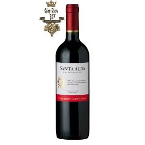 Vang Chile Đỏ Santa Alba Cabernet Sauvignon có mầu đỏ ruby sáng nổi bật. Hương thơm của dâu tây, mâm xôi, anh đào