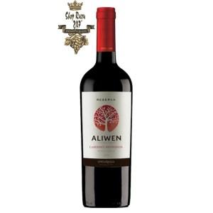 Rượu Vang Đỏ Undurraga Aliwen Cabernet Sauvignon có mầu đỏ hấp dẫn và mãnh liệt. Hương thơm của hoa, quả chín đỏ kết hợp