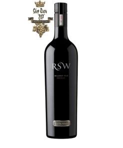 Rượu Vang Đỏ Úc Wirra Wirra RSW Shiraz có mầu đỏ ánh granet sâu. Hương thơm lan tỏa của đinh hương, việt quất, mận, mâm xôi