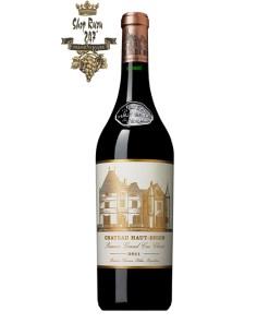 Rượu Vang Đỏ Chateau Haut Brion 2011 là hỗn hợp của 34,8% Merlot, 18,9% Cabernet Franc và 46,3% Cabernet Sauvignon.