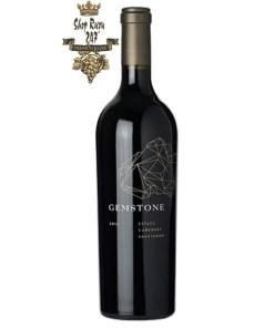 Rượu Vang Mỹ Gemstone Cabernet Sauvignon có mầu tím đậm cùng ánh garnet. Mùi hương phong phú của anh đào đen, mận