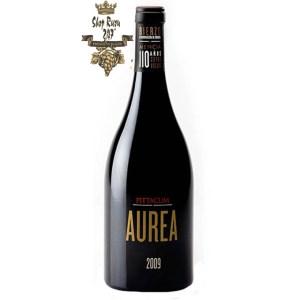 Rượu Vang Đỏ Tây Ban Nha Aurea có mầu đỏ đậm anh đào. Hương thơm của các loại hoa quả trái cây như dứa, xoài, mận