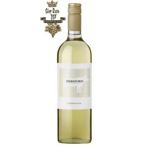 Rượu vang trắng Argentina Hereford Chardonnay 2019 có màu vàng rơm . Hương thơm phức tạp và tươi mát của vỏ dưa, nước biển
