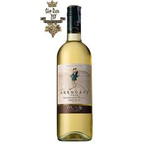 Rượu Vang Trắng Arrogant Frog Varieties Sauvignon Blanc có mầu vàng ánh xanh tươi sáng. Hương thơm phức tạp của bưởi, hương thảo mộc