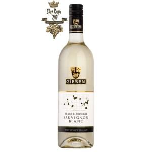 Rượu Vang Trắng Giesen Sauvignon Blanc có mầu vàng rơm. Một loại rượu vang có hương vị thơm ngon và tuyệt vời