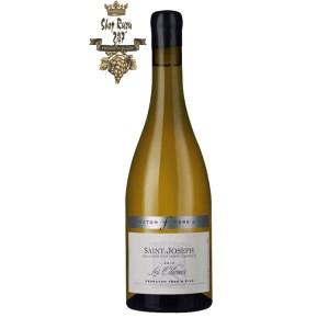 Rượu Vang Trắng Les Oliviers Saint-Joseph Ferraton Pere & Fils có mầu vàng nhạt tươi sáng. Hương thơm của trái cây trắng chín, đào trắng