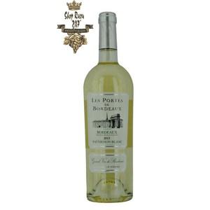 Rượu Vang Trắng Les Portes de Bordeaux Sauvignon Blanc 2015 có mầu vàng rơm đẹp mắt. Chai rượu vang này đến từ vùng rượu vang nổi tiếng