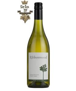 Rượu Vang Trắng New Zealand Ribbonwood Pinot Gris có mầu vàng đẹp mắt. Hương thơm của táo, mộc qua cùng hương vị