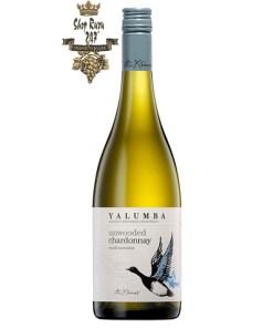 Rượu vang trắng Úc Yalumba Y Series Unwooded Chardonnay có vị phong phú của quả dứa, hòa lẫn với hương cam, quýt, canh, dưa