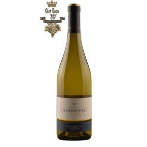 Rượu Vang Pháp Elegance Chardonnay Pierre Remy Gauthier có mầu vàng nhạt ánh xanh. Hương thơm của hoa trắng, đào, dâu tây, mật ong và mơ