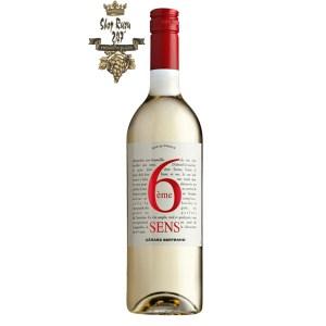 Rượu vang trắng Pháp Gerard Bertrand 6eme Sens Pays d'OC IGP White tạo được điểm nhấn phức hợp từ hương thơm của lượng hoa thơm, gỗ và trái cây cam quýt.