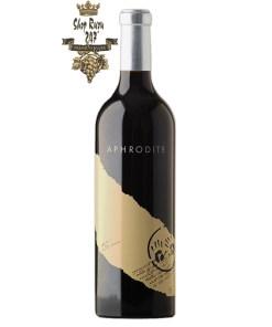 Rượu Vang Úc Aphrodite Cabernet Sauvignon Two Hands có mầu đỏ đen đậm. Hương thơm chặt chẽ của các ghi chú tinh tế đáng yêu