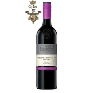 Rượu Vang Úc Oxford Landing Cabernet Sauvignon Shiraz có mầu đỏ thẫm ánh tím. Hương thơm thể hiện của hương mận, dâu đen