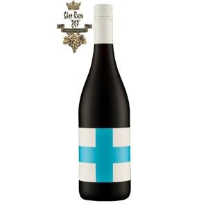 Rượu Vang Úc Save Our Souls Yarra Valley Pinot Noir có màu đỏ tươi đặc trưng và mùi thơm của quả mọng đỏ và gia vị