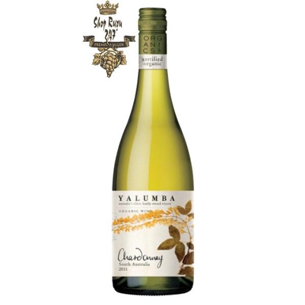 Rượu vang trắng Úc Yalumba Organic Riverland Chardonnay mang hương vị ngọt ngào của nho chín, mâm xôi, dưa, đào,… kết hợp