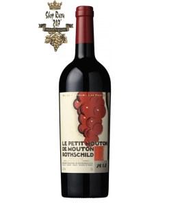 Vang Đỏ Le Petit Mouton de Mouton Rothschild 2012 có mầu đỏ anh đào đậm sâu. Hương thơm của thuốc lá,