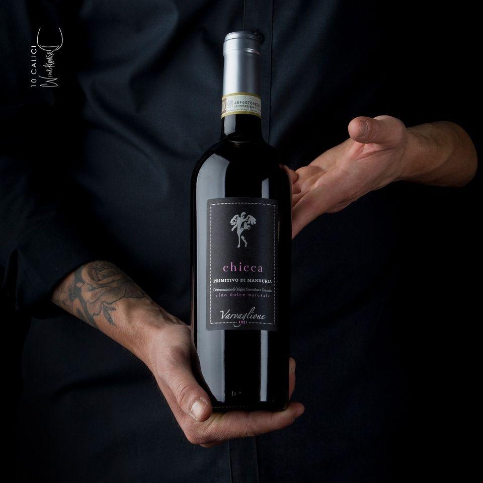 Rượu vang Chicca Primitivo di Manduria DOCG là một chai rượu vang đỏ của Ý. có một vẻ ngoài sang trọng và quý phái.