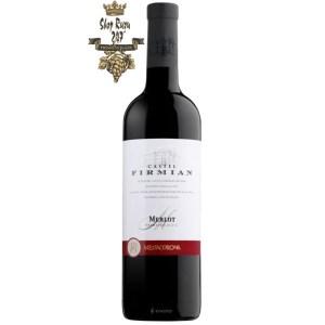 Rượu có màu đỏ ngọc hồng lựu. Rượu có cấu trúc linh hoạt, tanin mềm mại, nồng độ cồn ở mức khá lý tưởng