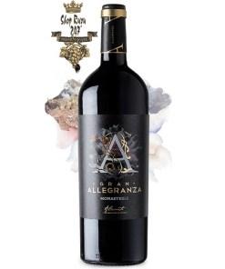 Gran Allegranza Monastrell là nơi tuyển chọn nho cẩn thận của các nhà sản xuất rượu vang của chúng tôi để tạo ra rượu với hương vị ngọt ngào, vị dâu đen chín mọng