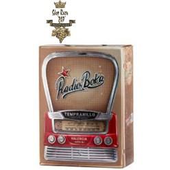 Rượu Vang Bịch Radio Boka 3L có màu đỏ đậm rõ ràng. Với hương thơm nồng độ trung bình gợi nhớ đến anh đào đỏ