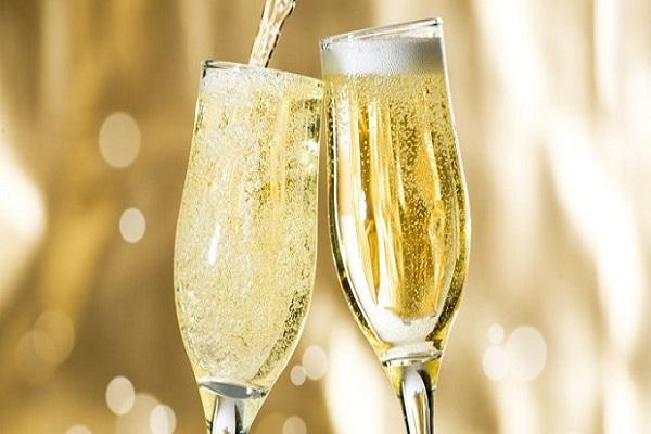 Nếu bạn đang nhâm nhi một ly rượu có ga thơm ngon được làm ở Napa hoặc Sonoma hoặc thực sự ở bất kỳ đâu ngoại trừ vùng Champagne