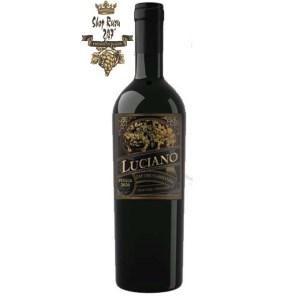 Rượu Vang Ý Luciano Cantine Sgarzi Luigi Blend IGT có màu đỏ hồng ngọc tươi sáng, đẹp mắt, thu hút mọi ánh nhìn