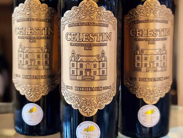 Rượu Vang Pháp Chateau Les GrangesCelestin có màu đỏ ruby đậm ánh tím vô cùng đẹp. Hương thơm là sự phức hợp