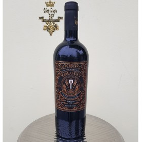 Rượu Vang Ý Đỏ Tolucci 14% có màu đỏ đậm sâu, tươi đặc trưng của hai giống nho negroamaro và sangiovese