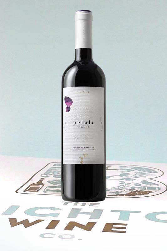 Rượu Vang Ý PETALI TOSCANA có màu đỏ ruby đậm, hương vị của quả anh đào, mùi gia vị, vani và rau thơm