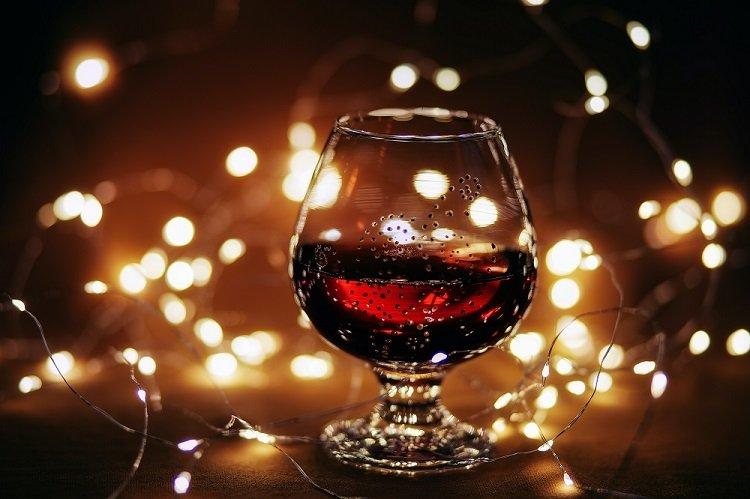 Hầu hết chúng ta có thể thích thưởng thức nó; tuy nhiên, không nhiều người có thể biết cách uống rượu vang đỏ.