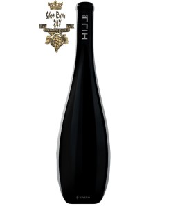 Rượu Vang Áo Thượng Hạng Icon HiLL - Hi - End Austrian Wine có màu đỏ đậm sâu với phản chiếu ánh đen huyền bí